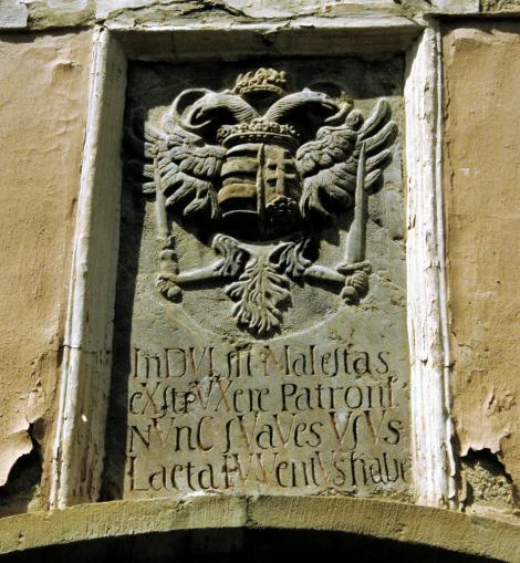 Käsmark: Wappen am alten evangelischen Lyzeum (2004)