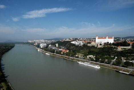 Pressburg: Blick vom Brückenturm der Donaubrücke nach Westen (2018)