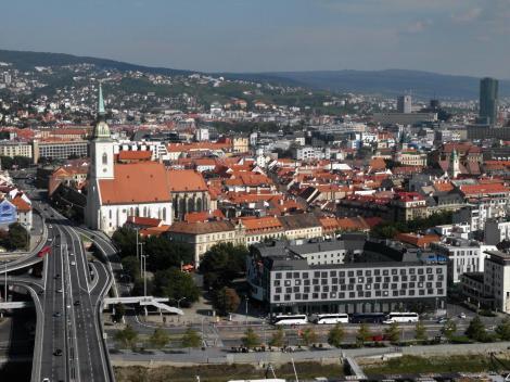 Pressburg: Blick vom Brückenturm der Donaubrücke zur Altstadt (2018)