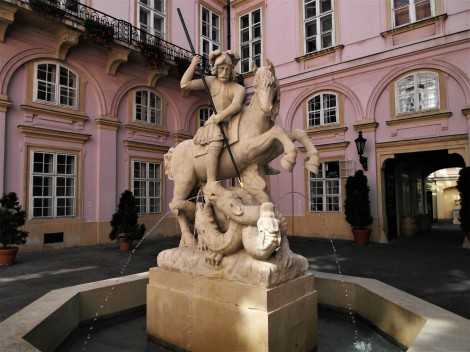 Pressburg: Primatialpalais - Georgsstatue im Innenhof (2018)