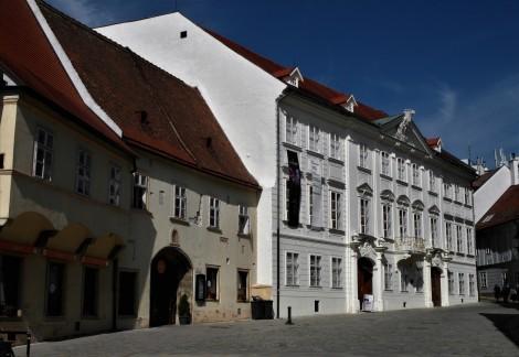 Pressburg: rechts Mirbach-Palais (2018)