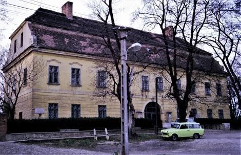 Nadasch (ung. Mecseknádas): Schloss (1990)