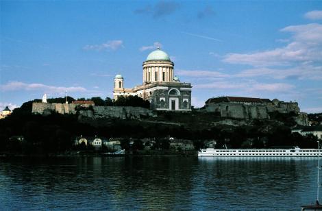 Blick über die Donau auf Gran (ung. Esztergom) (1980)