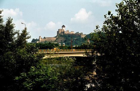 Trentschin (slowak. Trenčin): Burg und Fluss Waag (1980)