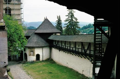 Schemnitz [slowak. Banská Štiavnica]: Altes Schloss mit Karner [rund] (2004)