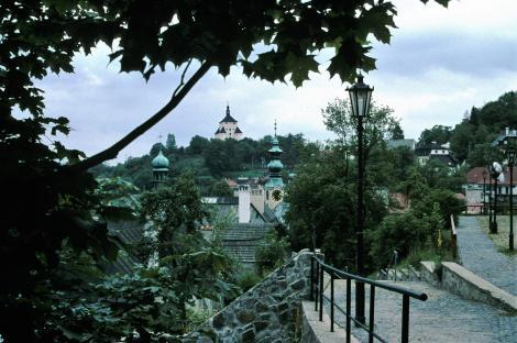 Schemnitz [slowak. Banská Štiavnica]: Blick vom Alten Schloss zum Neuen Schloss (2004)