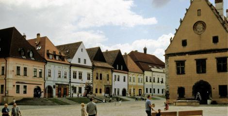 Bartfeld [slowak. Bardejov]: Marktplatz mit Rathaus (2004)