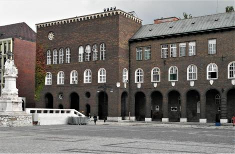 Szegedin (ung. Szeged): Arkadengang am Domplatz (2018)