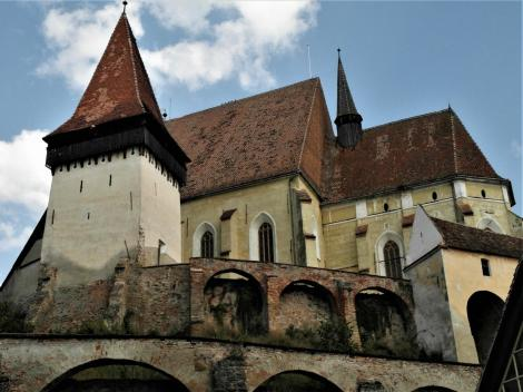 Birthälm: Kirchenburg [links Katholischer Turm] (2018)
