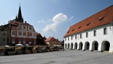 Hermannstadt: Kleiner Ring mit Luxemburg-Haus [links] und Fleischerlauben [rechts] (2018)
