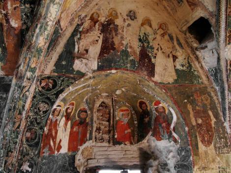 Honigberg (rum. Hărman): Kirchenburg - Kapelle mit Fresken im Bering (2018)