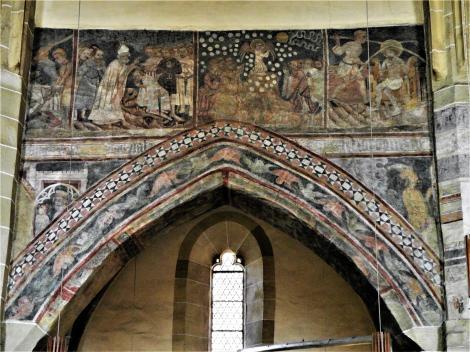 Mediasch: Kirchenburg - nördliche Arkadenwand der Kirche [Fresken: Martyrium - Mannaregen - Dornenkrönung Christi] (2018)