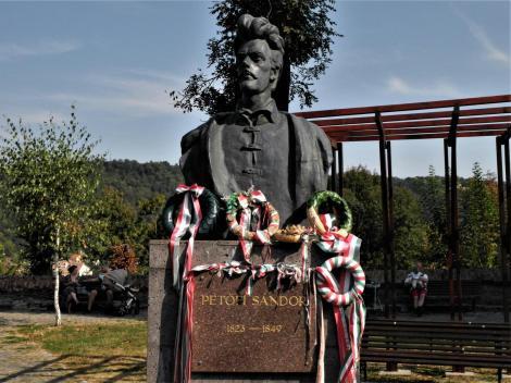 Schäßburg: Denkmal für den ungarischen Dichter Sandor Petöfi (2018)