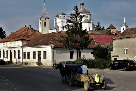 Blumendorf (rum. Belin, ung. Bölön): Blick zur Kirchenburg (2018)