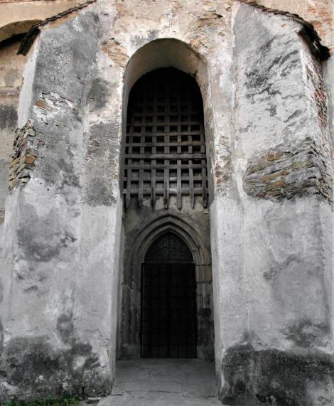Wurmloch (rum. Valea Viilor): Kirchenburg - Kirchenportal mit Fallgatter (2018)