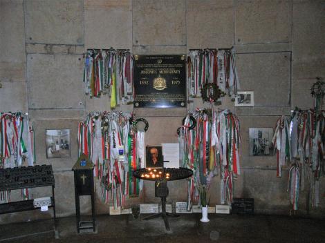 Gran [ung. Esztergom]: Dom - Grabmal von Kardinal Mindszenty (2008)