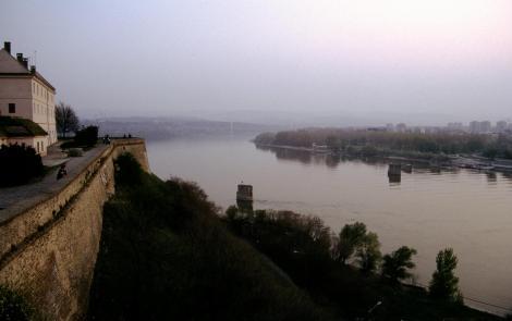 Peterwardein [serb. Petrovaradin]: Blick von der Festung auf die Donau (1990)