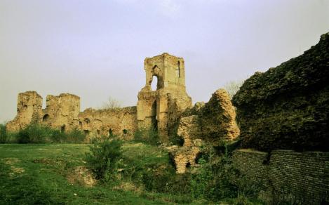 Batsch [serb. Bač]: Burgruine (1990)