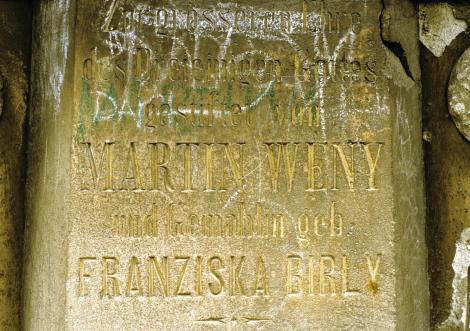 Apatin: Dreifaltigkeitssäule - deutsche Inschrift (1990)