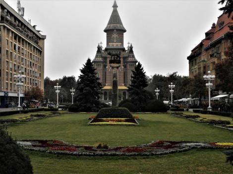 Temeswar: Siegesplatz, hinten rumänisch-orthodoxe Kathedrale (2018)