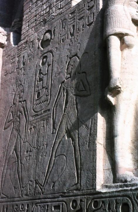 Abu Simbel: Großer Tempel - Relief am Eingang (1982)