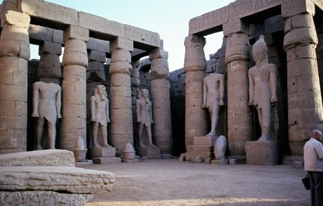Luxor: Luxortempel - Großer Hof des Ramses II. (1982)