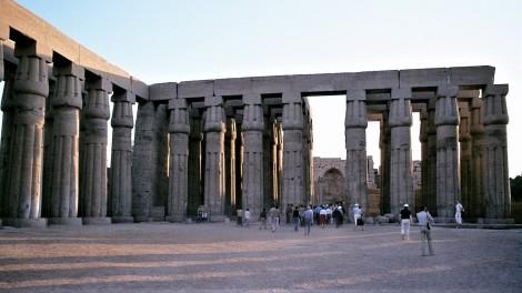 Luxor: Luxortempel - Säulenhof des Amenophis III. (1982)