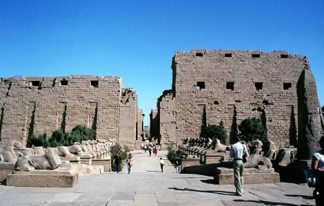 Luxor: Karnaktempel - Erster Pylon und Widder-Sphinx-Allee (1982)