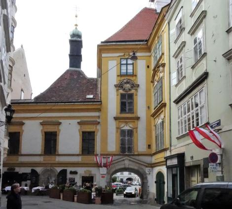 Wien: Heiligenkreuzer Hof in der Schönlaterngasse (2019)