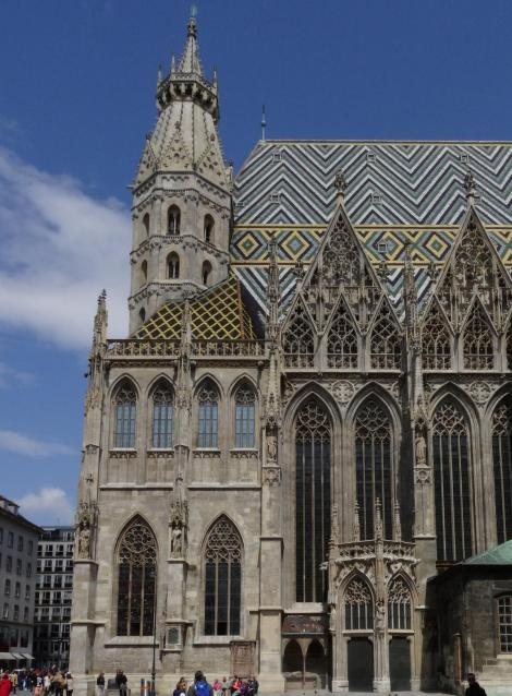 Wien: Stephansdom - Südseite mit Doppelkapelle, Singertor, Langhausgiebel (2019)