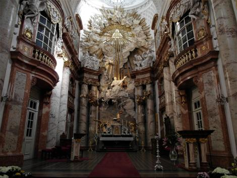 Wien: Karlskirche - Chor mit Altar (2019)