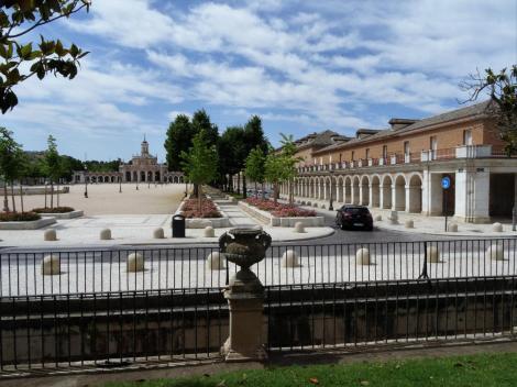 Aranjuez: Plaza de San Antonio [= Plaza de Mariblanca], rechts Casa de Santiago de los Caballeros (2019)