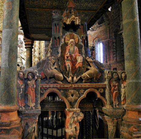Avila: Kirche San Vicente - Grabmal für Vicente, Sabina, Cristeta [Westseite] (2019)
