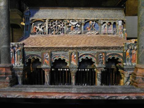 Avila: Kirche San Vicente - Grabmal für Vicente, Sabina, Cristeta [Südseite] (2019)
