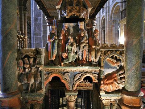 Avila: Kirche San Vicente - Grabmal für Vicente, Sabina, Cristeta [Ostseite] (2019)