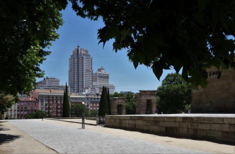 Madrid: Blick vom Debod-Tempel zum Torre de Madrid und Edificio España (2019)
