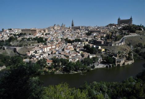 Toledo: Blick über den Tajo auf die Stadt (2019)