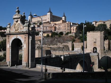 Toledo: Alcantara-Brücke, oben Alcazar (2019)