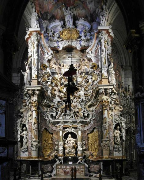 Toledo: Kathedrale - Transparent mit Grab des Kardinals Astorga an der Rückseite der Hauptkapelle [Capilla Mayor] (2019)