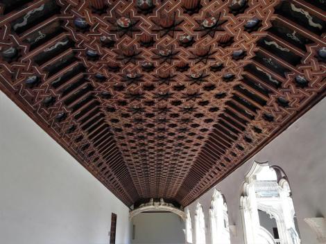 Toledo: Kirche San Juan de los Reyes - Artesonado-Decke im Obergeschoss des Kreuzgangs (2019)