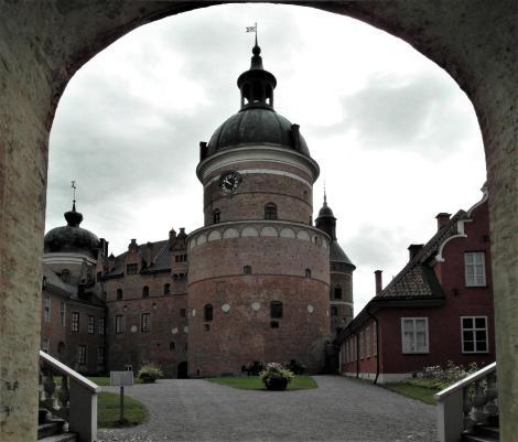 Schloss Gripsholm: Äußerer Burghof mit Gripturm (2019)