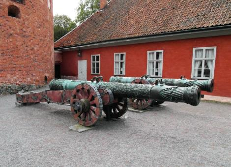 Schloss Gripsholm: Russische Bronzekanonen im Äußeren Burghof (2019)