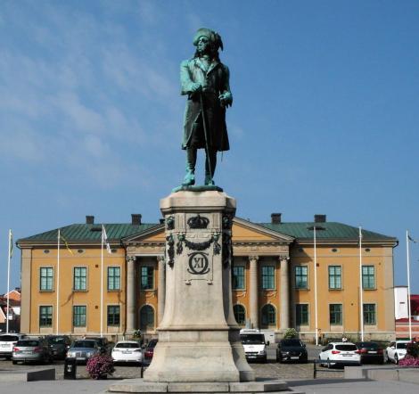 Karlskrona: Statue König Karls XI. vor dem Rathaus (2019)