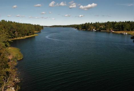 Blick [nach Norden] von der Brücke zwIschen den Inseln Humlö und Svartnö (2019)