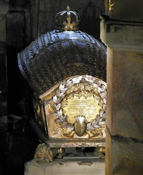 Stockholm: Ritterinselkirche [Riddarholmskyrkan] - Sarkophag Karls X. in der Karolinischen Gruft (2019)