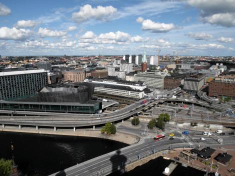 Stockholm: Blick vom Turm des Stadthauses nach Norrmalm, links Bahnhof (2019)