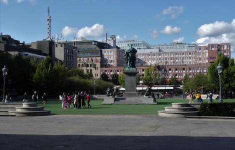 Stockholm: Königsgarten [Kungsträdgården, auch Karl XIII.-Platz] mit Denkmal für Karl XIII. (2019)