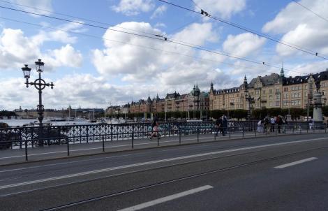 Stockholm: Blick von der Tiergartenbrücke [Djurgårdensbron] zur Strandpromenade Östermalm (2019)
