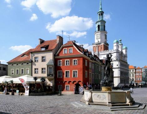 Posen [poln. Poznan]: Altstädtischer Ring mit Rathaus, Krämerhäusern, Neptunbrunnen (2012)