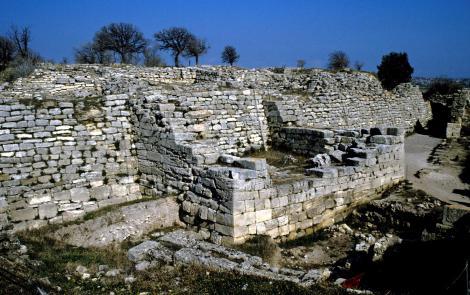 Troja: Ostmauer mit Südostturm und Osttor [Troja VI] (1997)